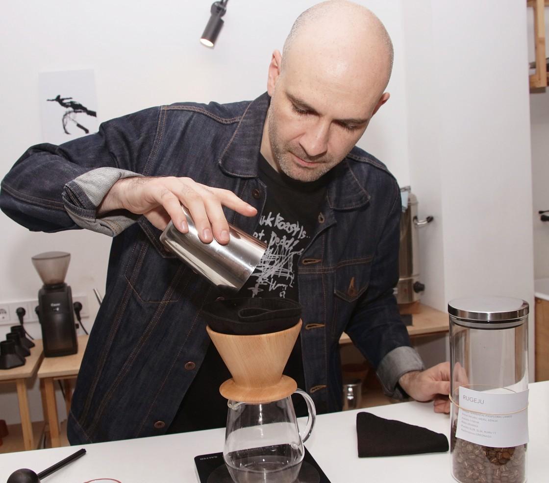 Emanuelis ruošia kava