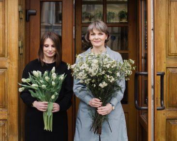 Apie moteris, prakalbinančias gėles
