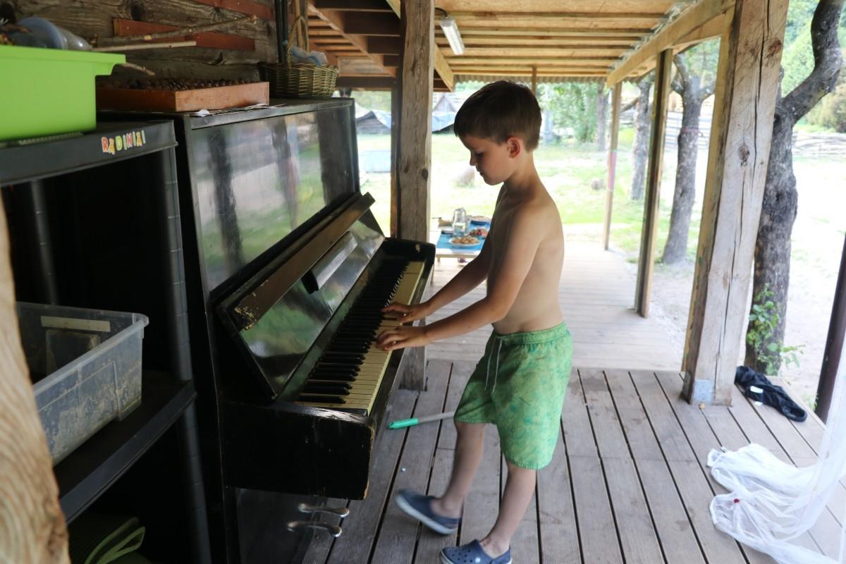 Pianinas gimtadienis gamtoje