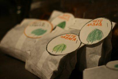 Popieriniai maišeliai su mėtų arbata